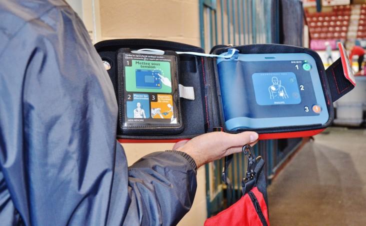 Plus de 40 autopatrouilles munies de défibrillateurs